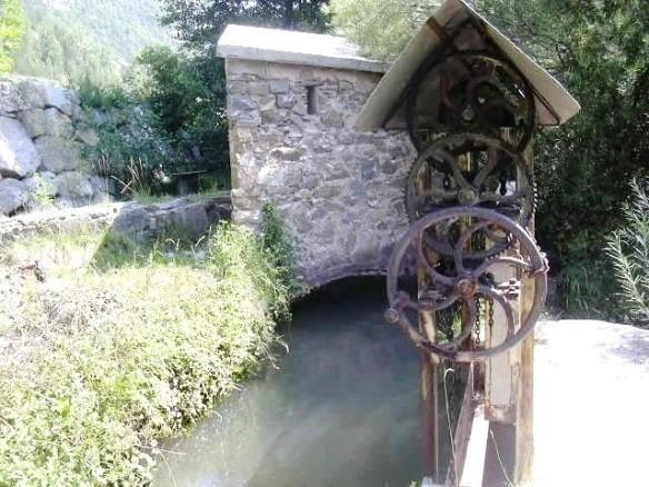Resclosa aparell regulador de sortida d'aigua