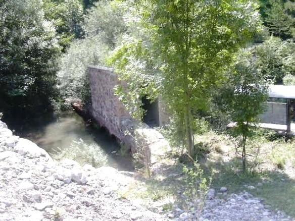 Mur interior d'una resclosa