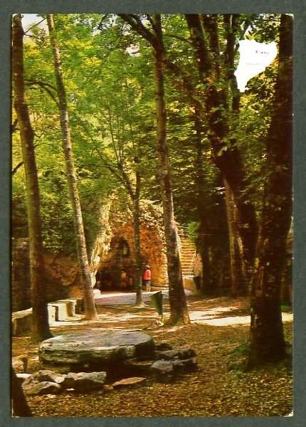 Vista general de la cova i font, a mitjans del segle XX
