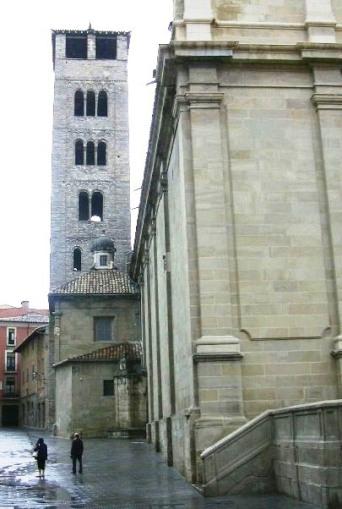 Ft Plaça del Bisbe olive 2_01