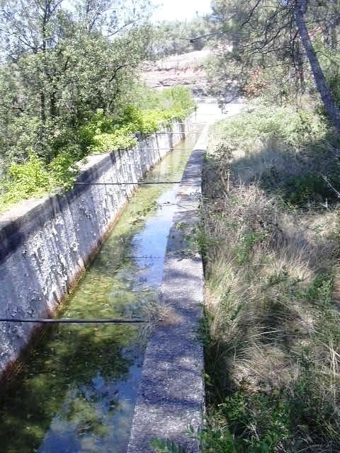 Canal d'aigua fins la Bassa