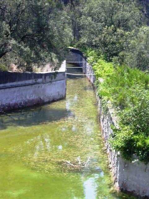 Canal d'entrada d'aigua del riu 2