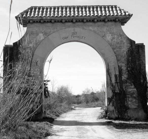 Antiga Portalada a la Finca de Can Fonollet