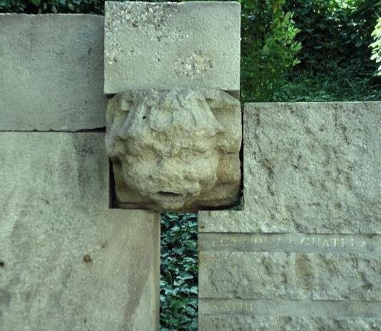 Monument de record a la Font de la Guatlla