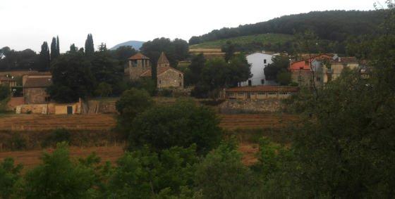 Vista de l'Esglèsia de Corro d'Amunt i Cases