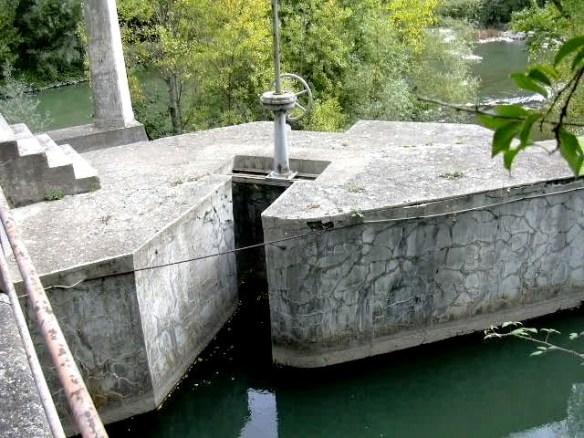 comporta-desguas-entrada-canal