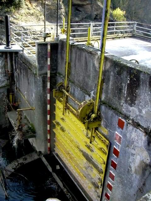 comporta-entrada-aigua-central-electrica