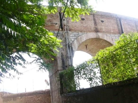 aquaducte-canal-superior-entrada-a-la-fabrica